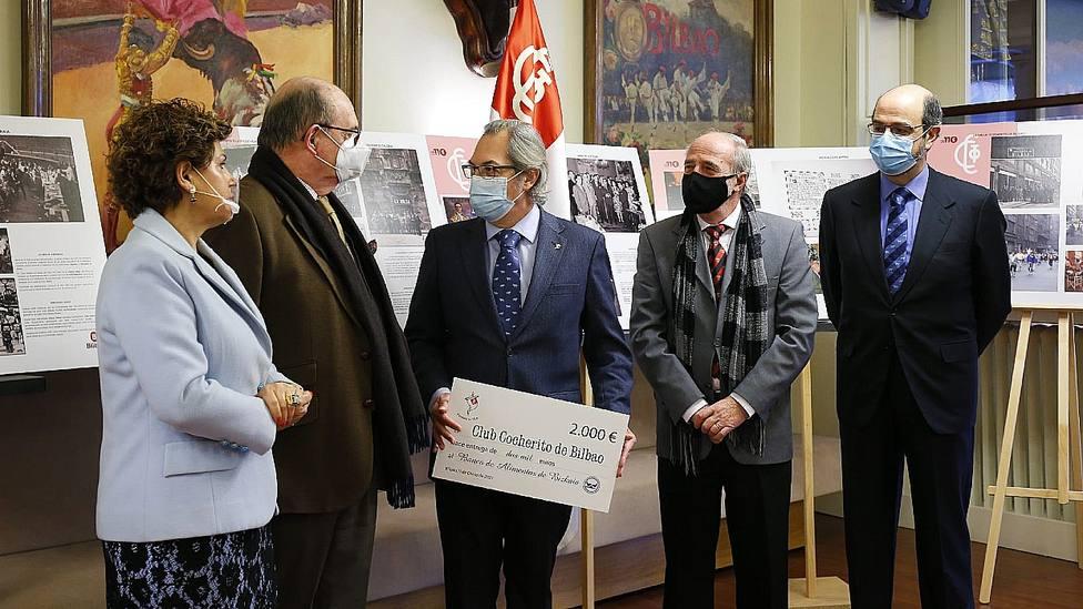 Acto de entrega del cheque destinado al Banco de Alimentos de Vizcaya