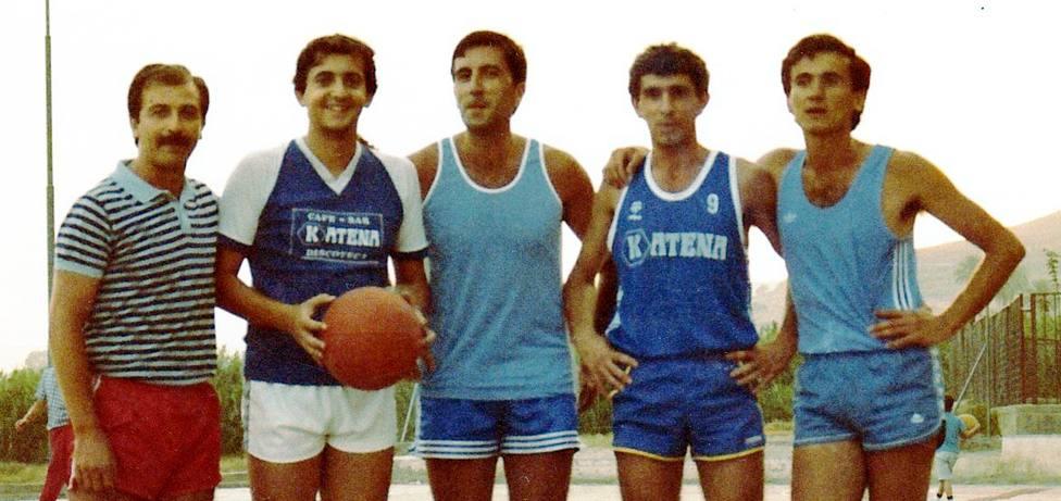 Imágenes para el recuerdo en Motril: Equipo de baloncesto de veteranos, mes de julio del año 1985