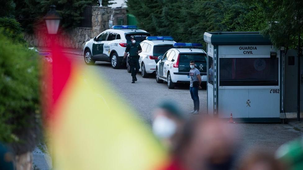 Las protestas en las puertas del chalé de Iglesias se diluyen tras su salida de la política