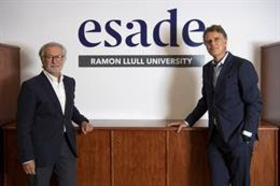 El ex presidente del patronato de Fundación Esade, Xavier Torra, junto al nuevo presidente Jaume Guardiola