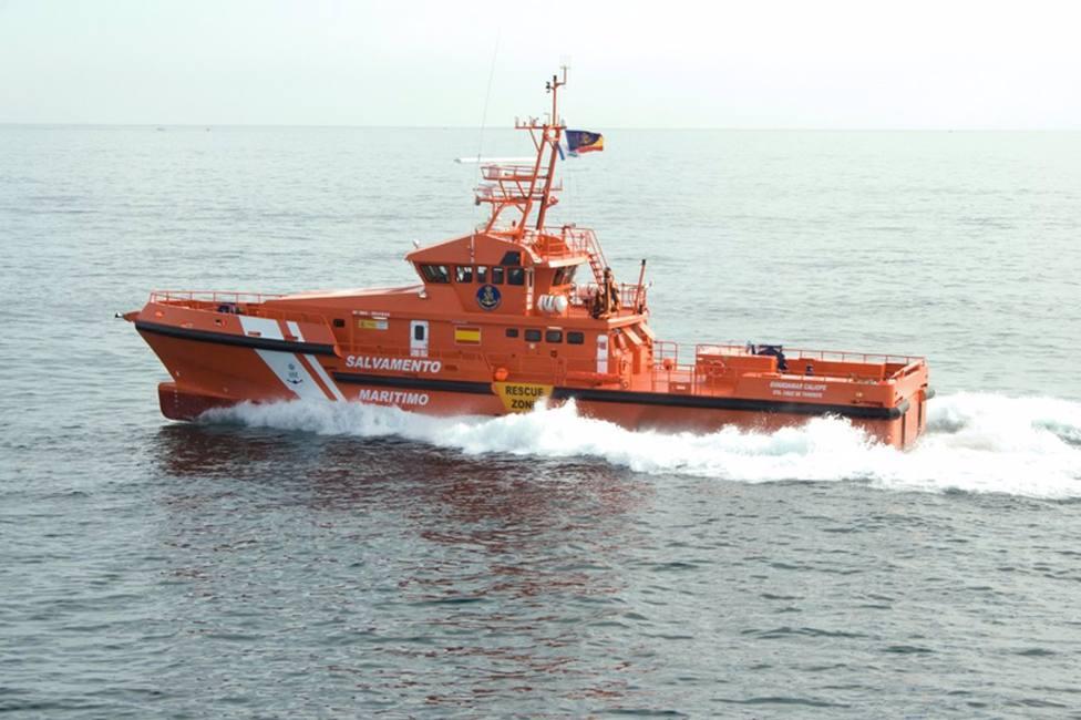 AMPL.- Sucesos.- Rescatan una embarcación con 23 migrantes, uno de ellos fallecido, al sur de Gran Canaria