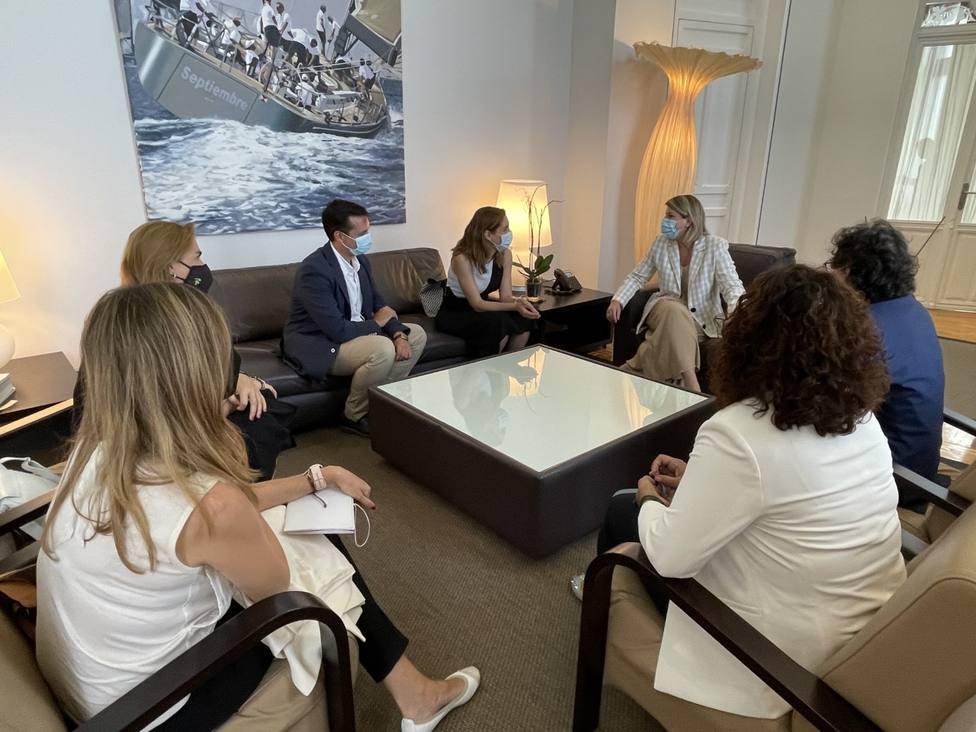 ctv-l5k-colegio-farmacuticos-con-la-alcaldesa-de-cartagena