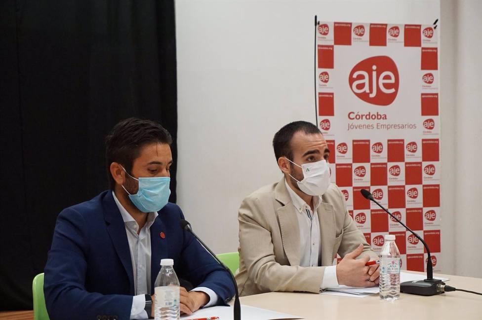 La Junta y AJE presentan la convocatoria para que autónomos y empresas con deudas soliciten ayudas