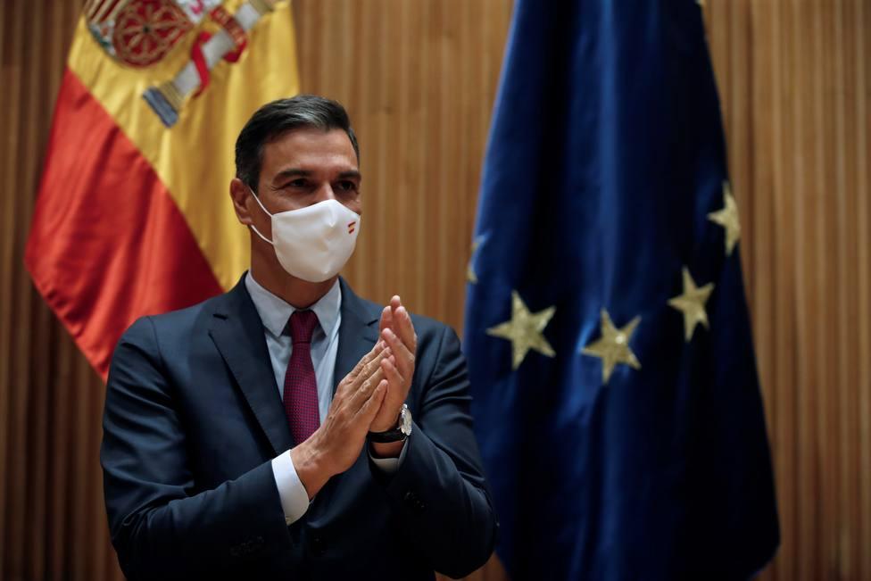 Sánchez saca pecho con la vacunación y entierra los retrasos, la desorganización o los plazos incumplidos