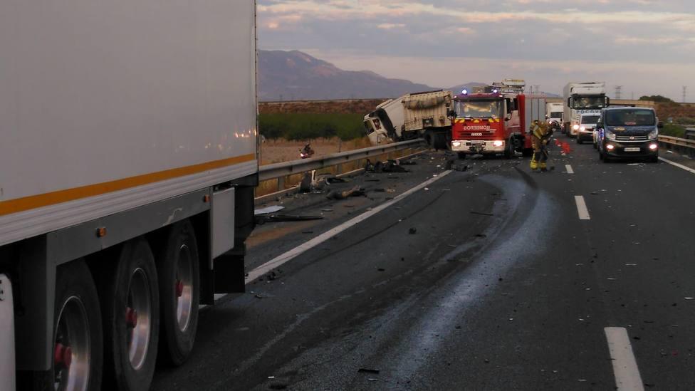 Sanitarios no han podido salvar la vida del conductor de un camión implicado en accidente de tráfico en Totana