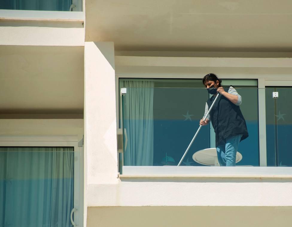 El sector de la limpieza solicita al Gobierno la subida del SMI en los contratos públicos