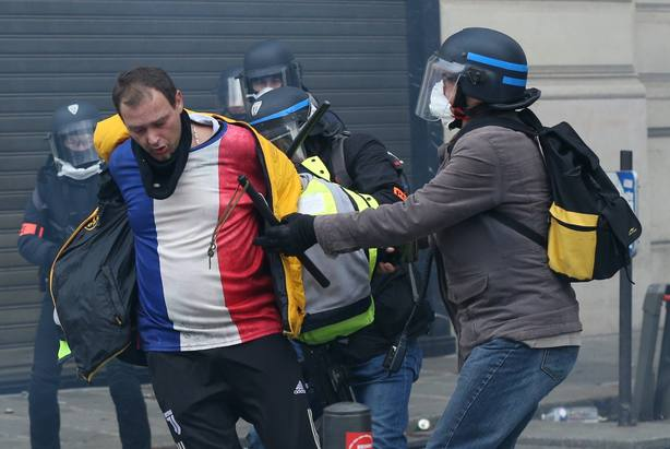 French police intervene in Yellow Vests protest in Paris