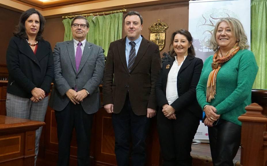Julio Abalde y Valentín González fueron los encargados de firmar el acuerdo