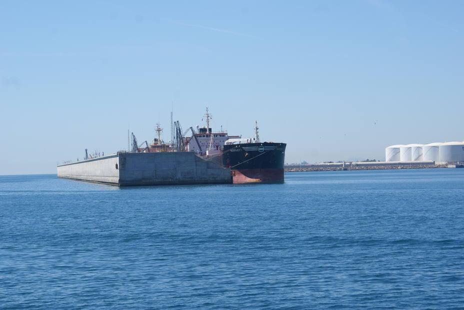 Atraque graneles puerto