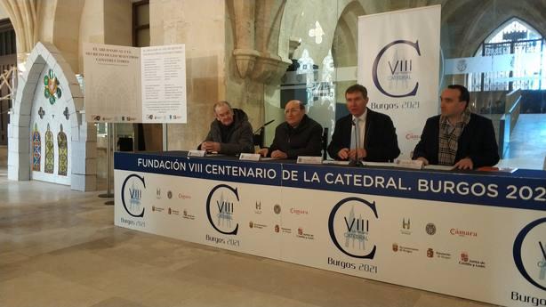 El arzobispo, Fidel Herráez, y el alcalde de Burgos, Javier Lacalle, presentan la exposición de arcos ojivales