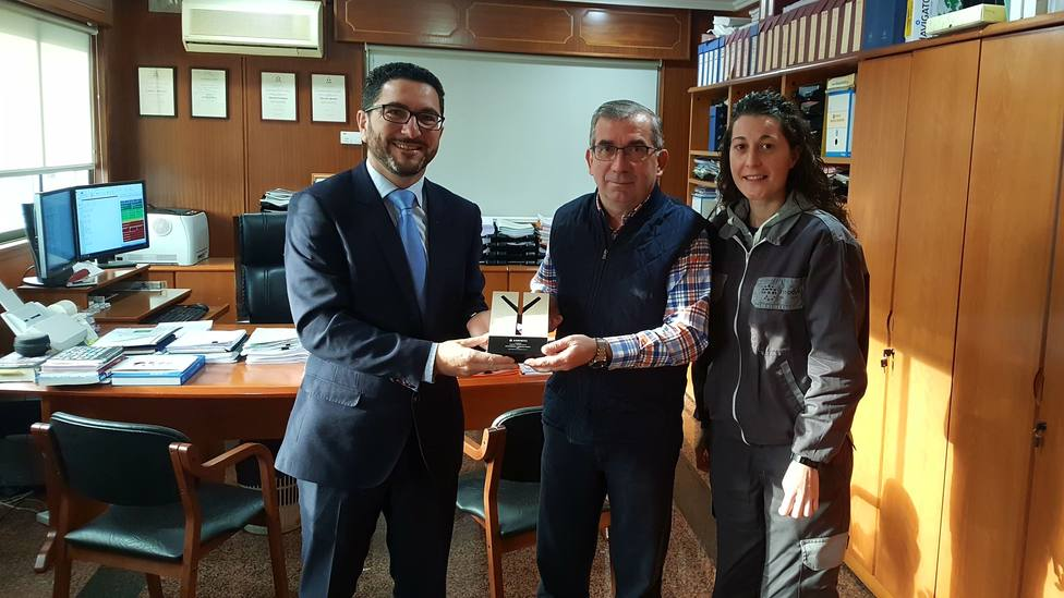 Marcos Conde, de Asepeyo, con Ramón Franco y Belén Bustabad, de Tecman