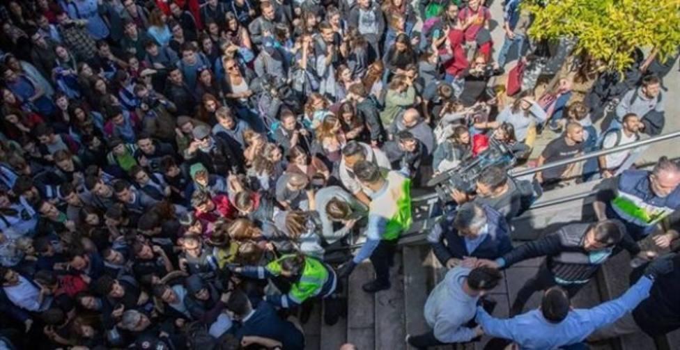 Protestas y tensión por la presencia de Cayetana Álvarez de Toledo en un acto en la Universidad Autónoma