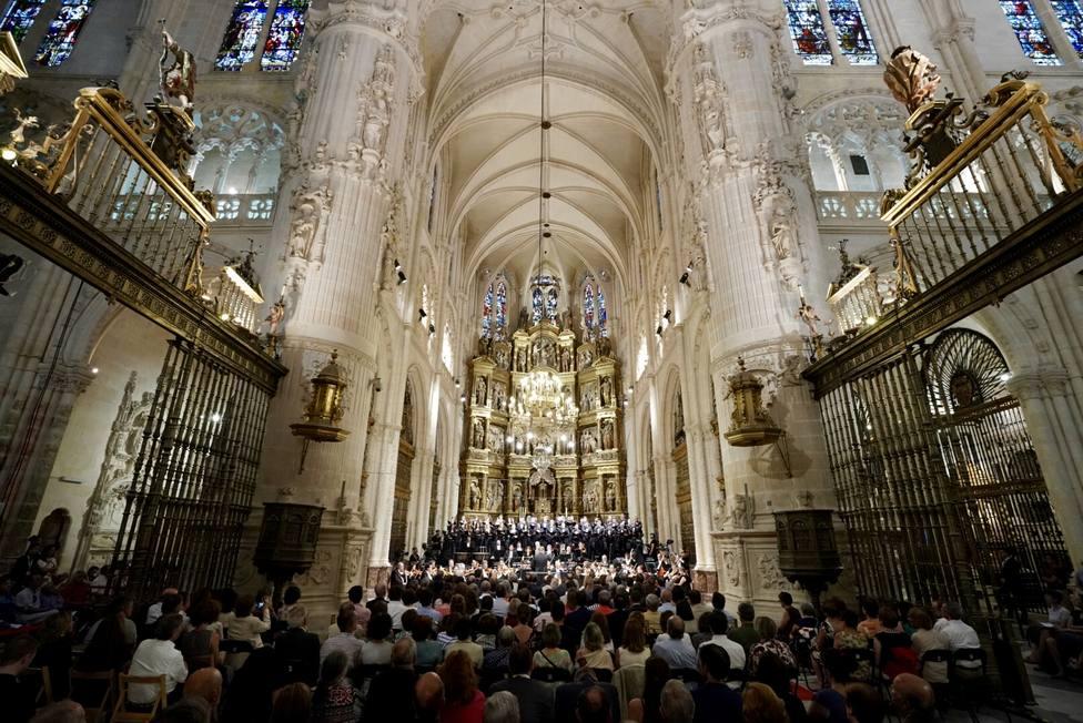La orquesta y coro del Teatro Real actúa en la catedral de Burgos.