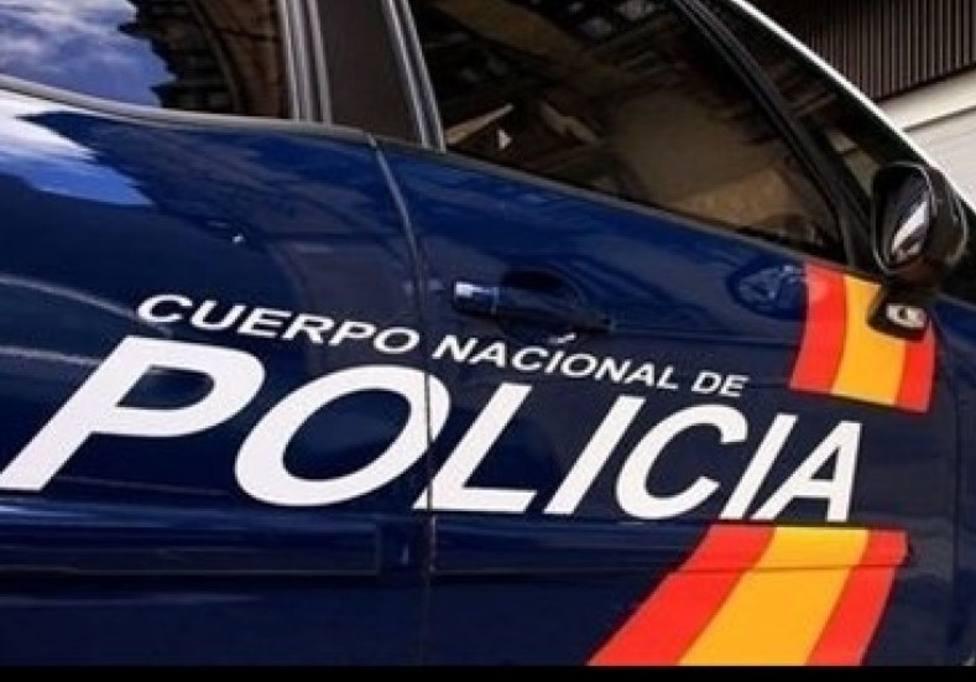 Detenido por golpear a un policía que detuvo a su amigo por quebrantar una orden de alejamiento