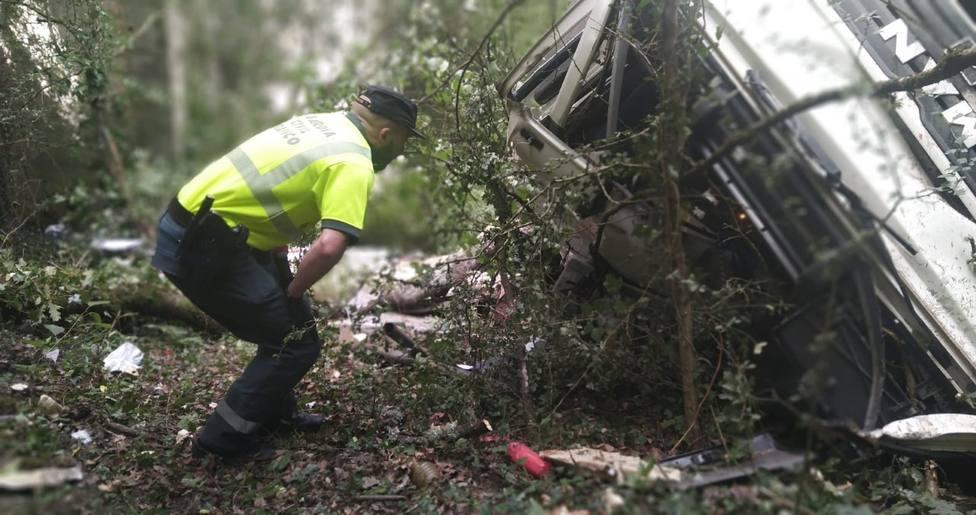 Finaliza la recogida de los explosivos que transportaba el camión accidentado en Portomarín