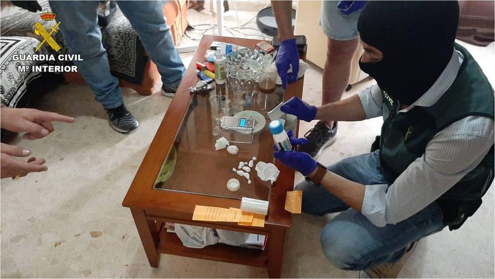 Droga intervenida en el piso de Callosa d'en Sarrià (Guardia Civil)