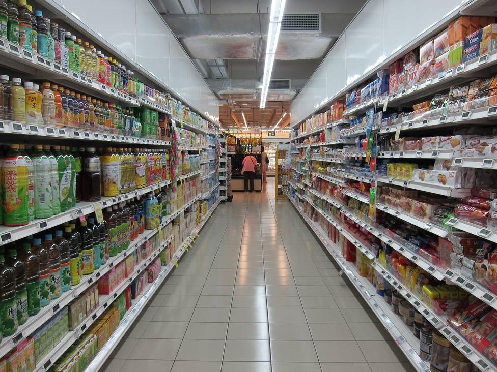 Foto de archivo de un pasillo de un lineal de un supermercado