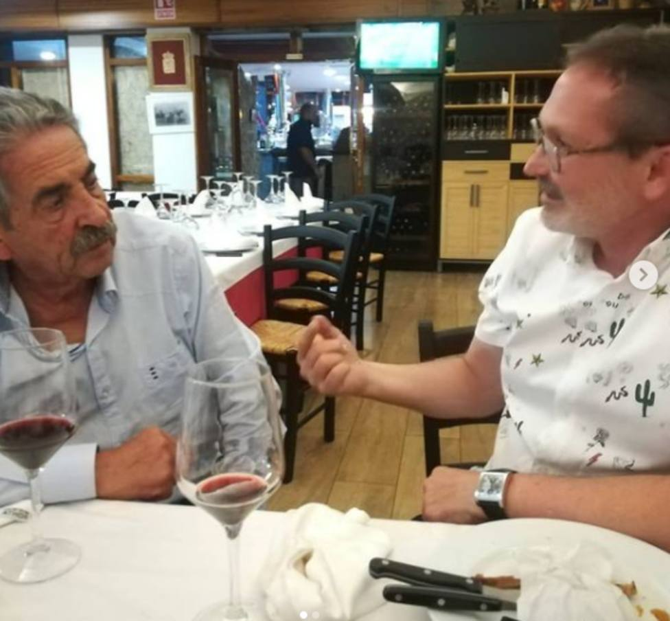 Revilla deleita su paladar en Logroño cenando chuletillas cameranas