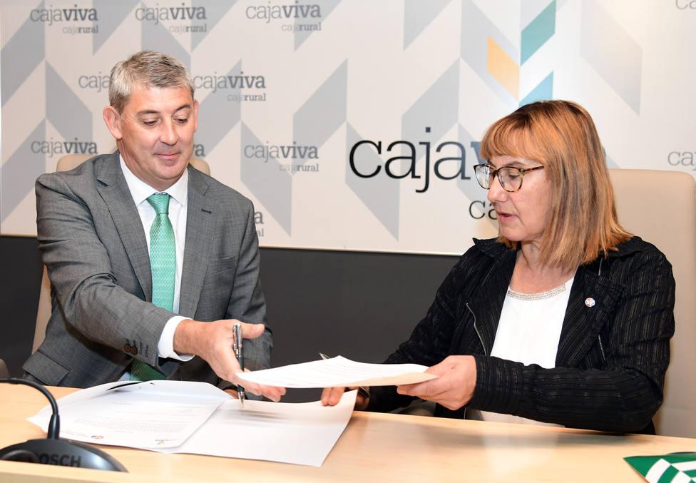Firma del convenio de colaboración entre Cajaviva Caja Rural y la Asociación Salud Mental Aranda
