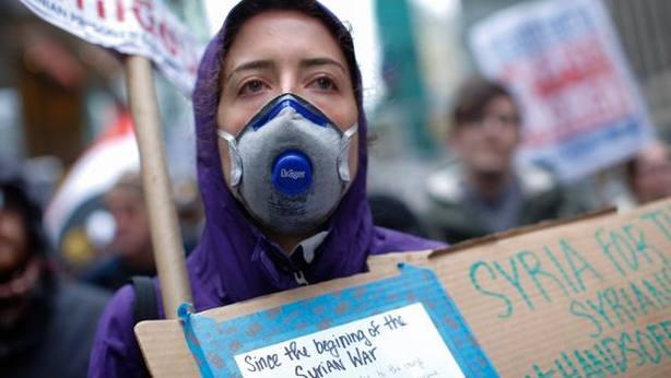 Francia sanciona a 3 redes de aprovisionamiento de armas químicas para Siria