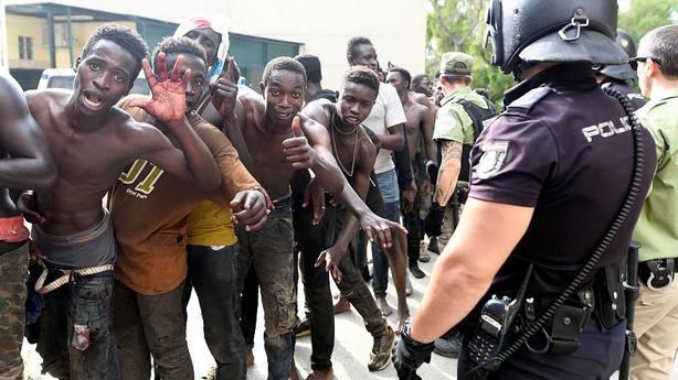 Marruecos manda a prisión a 18 de los 116 inmigrantes expulsados de España
