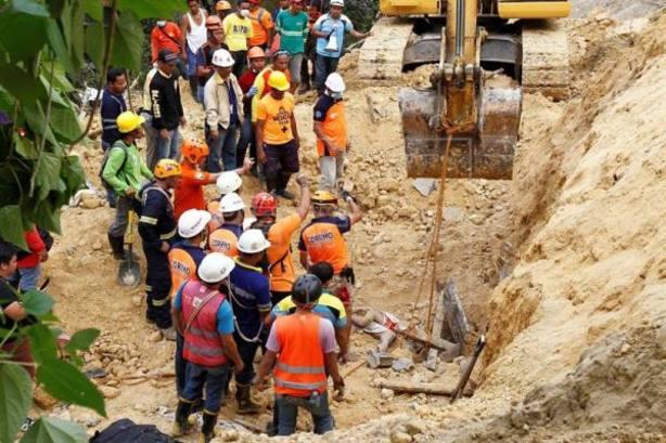 Suben a 22 los muertos en una avalancha de tierra en el centro de Filipinas