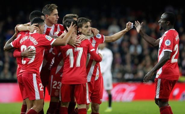 El Valencia pierde contra el Girona y sigue deprimido en casa