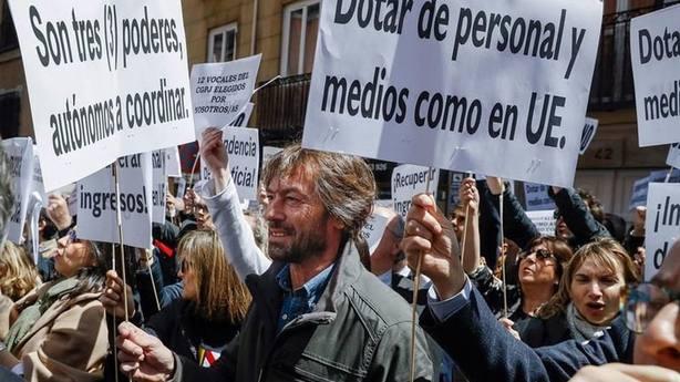 Jueces y fiscales piden una huelga masiva en contra de la ministra Dolores Delgado