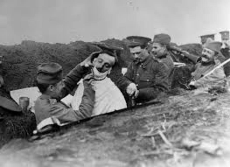"""Resultado de imagen de soldados afeitandose primera guerra mundial"""""""