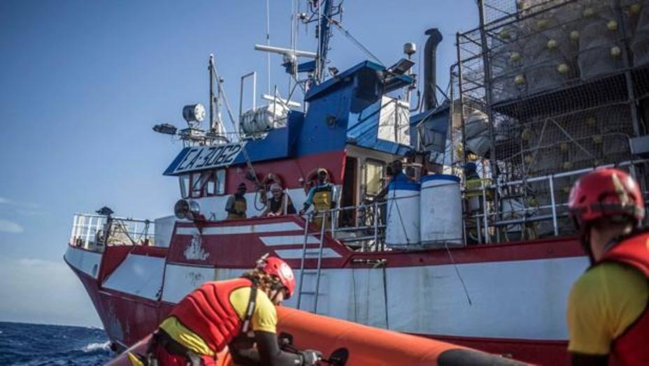 El pesquero Nuestra Madre Loreto regresa a España con 11 migrantes