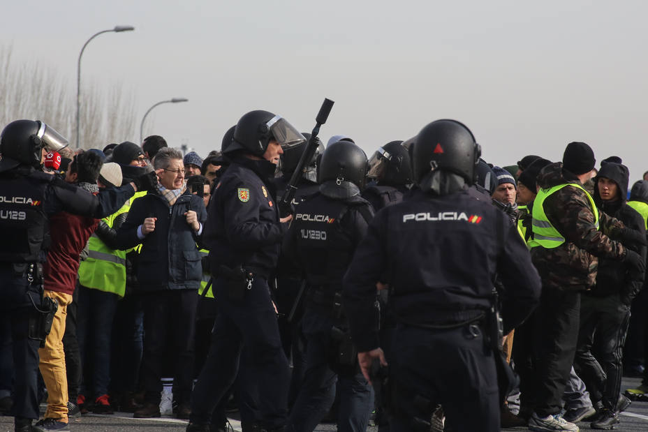 Tres sindicatos de la Policía rechazan que la ley mordaza rebaje su protección mientras se reclama para jueces