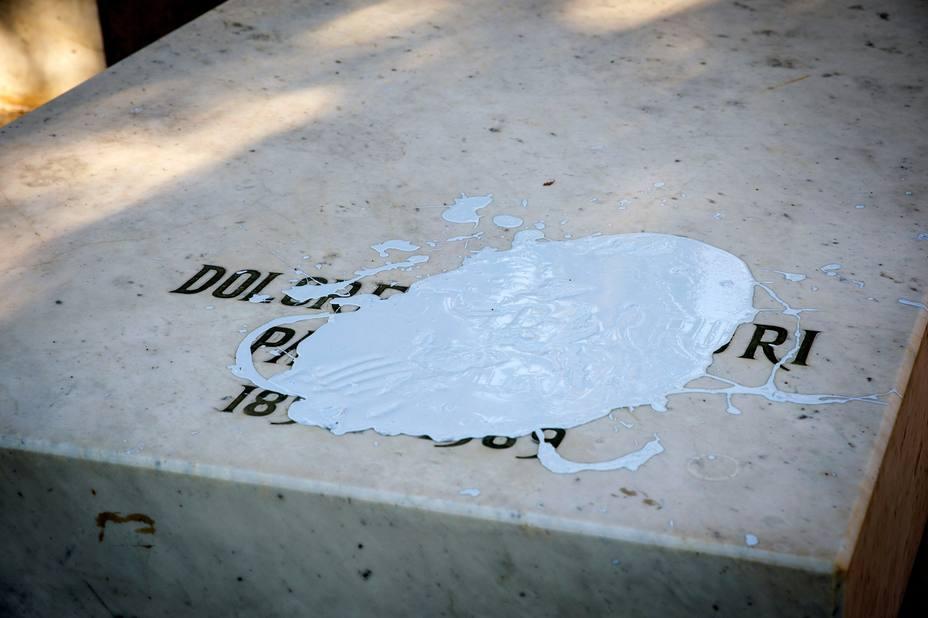 El equipo de Carmena se ofrece para reparar las tumbas profanadas de La Pasionaria y Pablo Iglesias