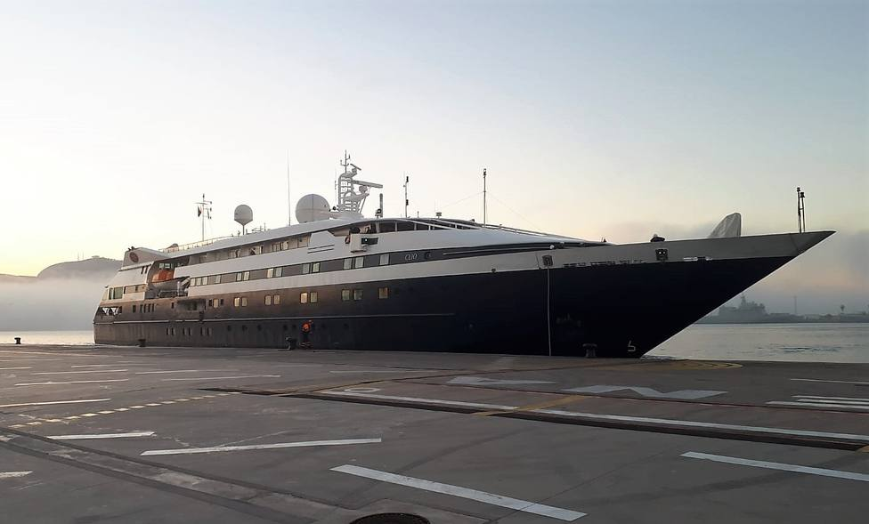 Atraca en Cartagena un crucero especializado en turismo de aventura