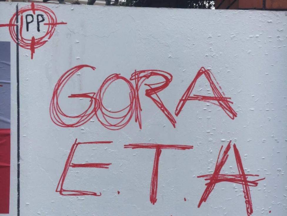 Aparecen pintadas contra el PP y a favor de ETA en Erandio (Vizcaya)