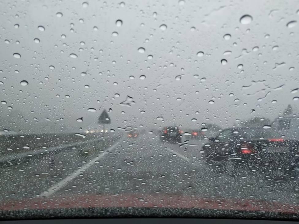 Las lluvias y las tormentas vuelven este domingo al norte peninsular con el sur en riesgo por altas temperaturas