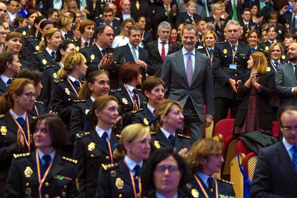 El rey abre el Congreso de Igualdad con una reunión con mujeres policías