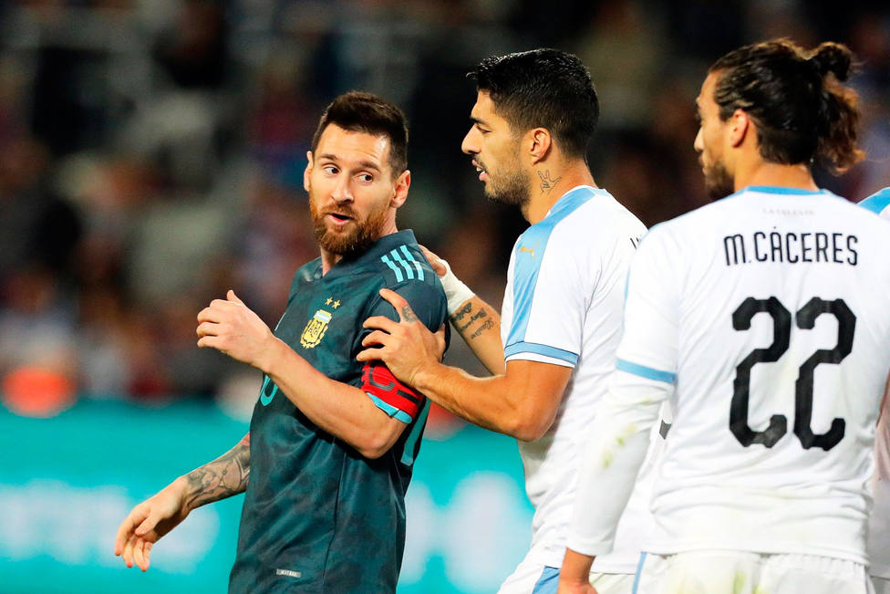 Messi y Luis Suárez empatan el Clásico del Río de la Plata (EFE)