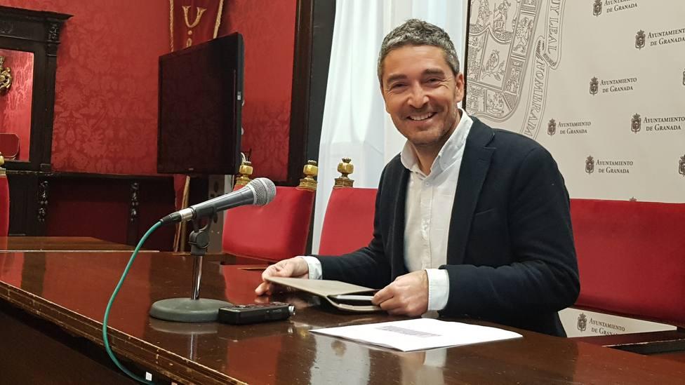 Manolo Olivares