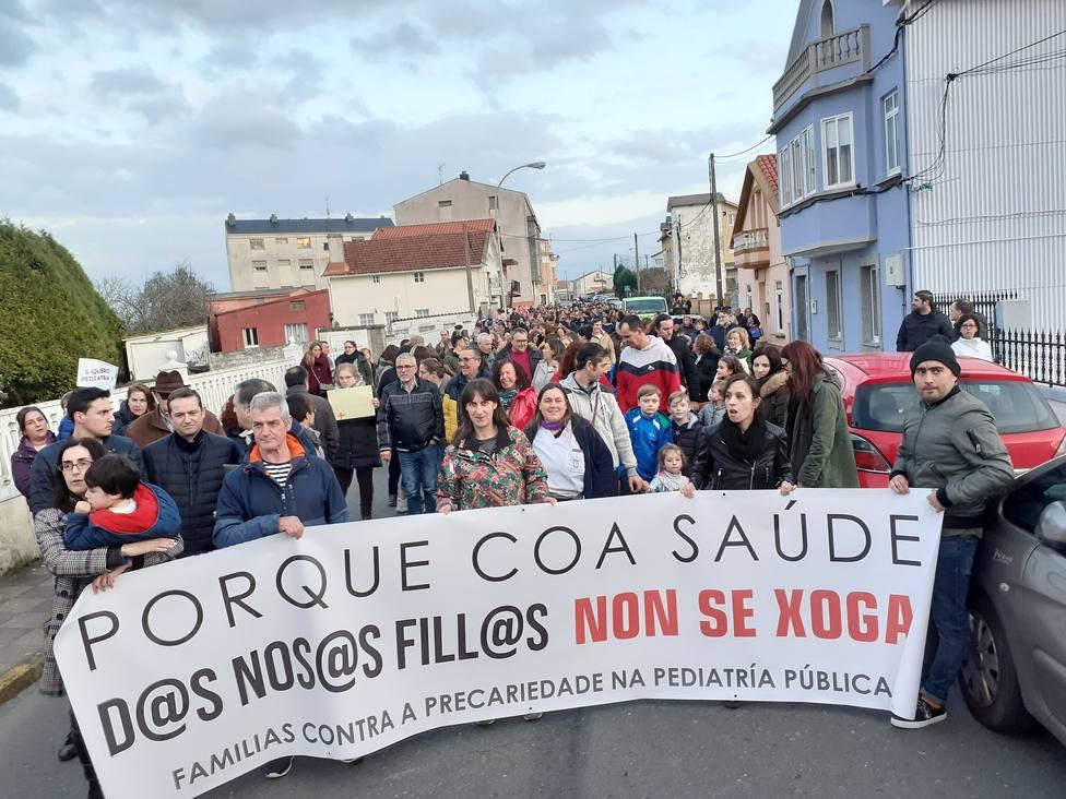 Movilización de vecinos de Ares y Mugardos reclamando servicio de pediatría