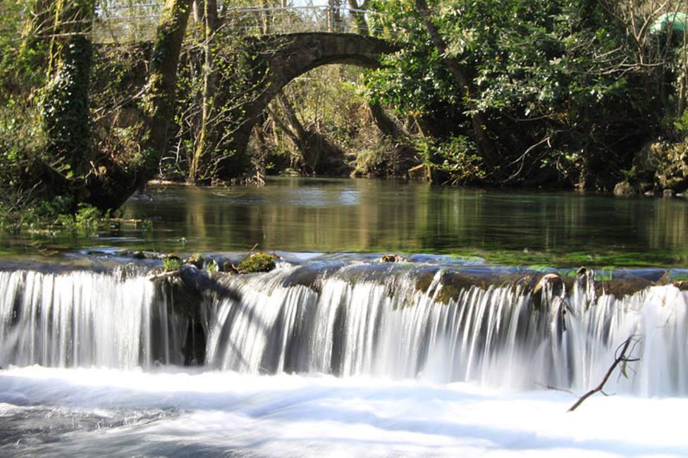 El río Belelle a su paso por el concello de Neda