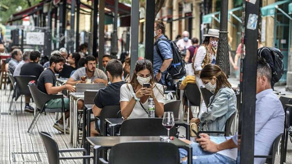 Cataluña prorroga el límite de 10 personas en reuniones públicas y privadas