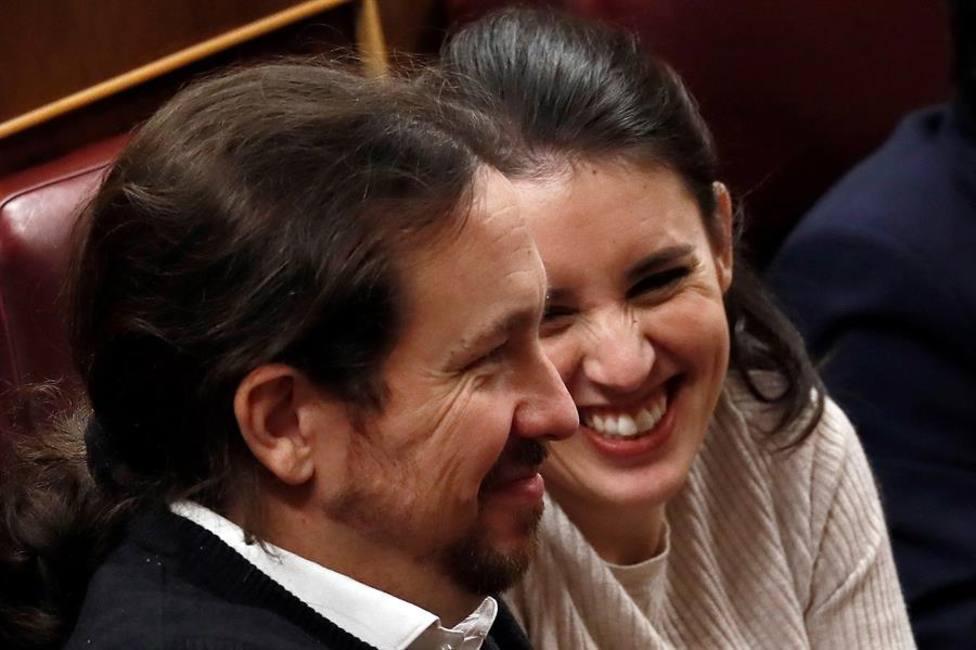 Los dirigentes de Unidas Podemos Pablo Iglesias e Irene Montero en el Congreso de los Diputados