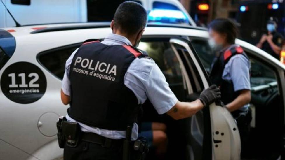 Los Mossos dEsquadra evitan un robo de madrugada en un piso en Sant Cugat del Vallès