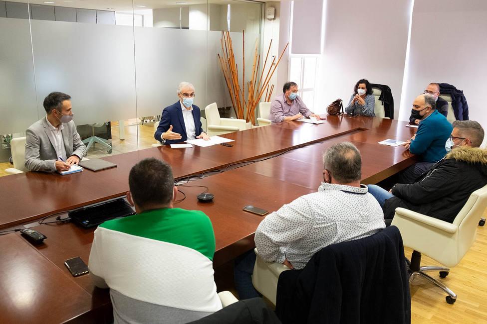 Reunión de Conde con integrantes de los comités de Navantia en Santiago - FOTO: Xoán Crespo