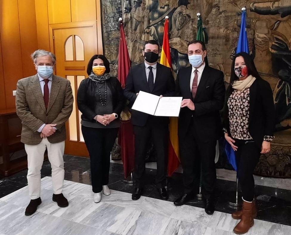 El Ayuntamiento y Anfane firman un convenio para atender necesidades de gastos de vivienda de 1.200 personas