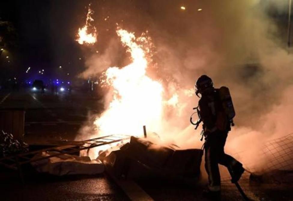130 contenedores quemados, 14 heridos y 9 coches calcinados en las protestas no violentas de anoche