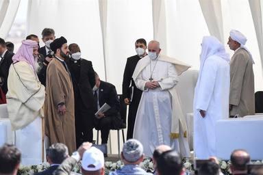 Encuentro con los líderes de las confesiones religiosas en la llanura de Ur