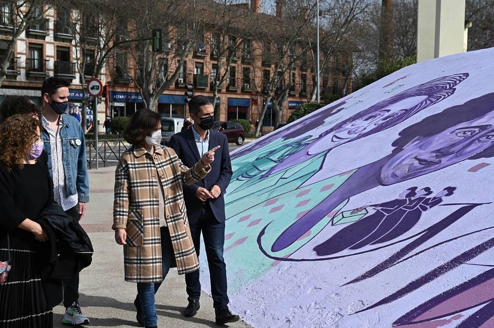 Visita al mural feminista de Alcalá de Henares