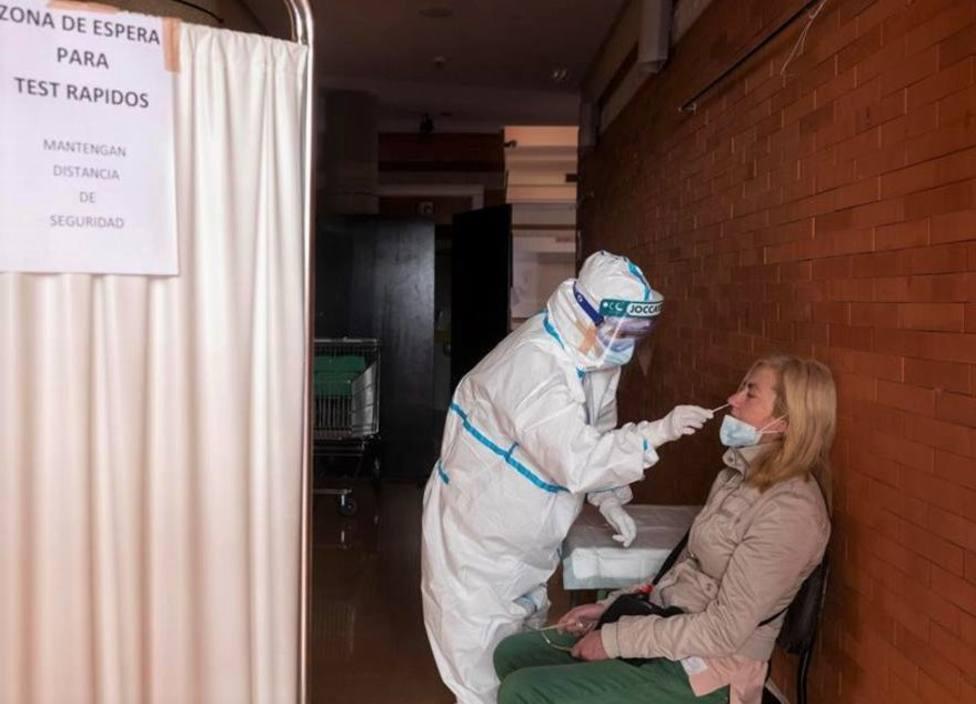 Salud detecta 96 nuevos positivos y los ingresos hospitalarios suben levemente en la Región