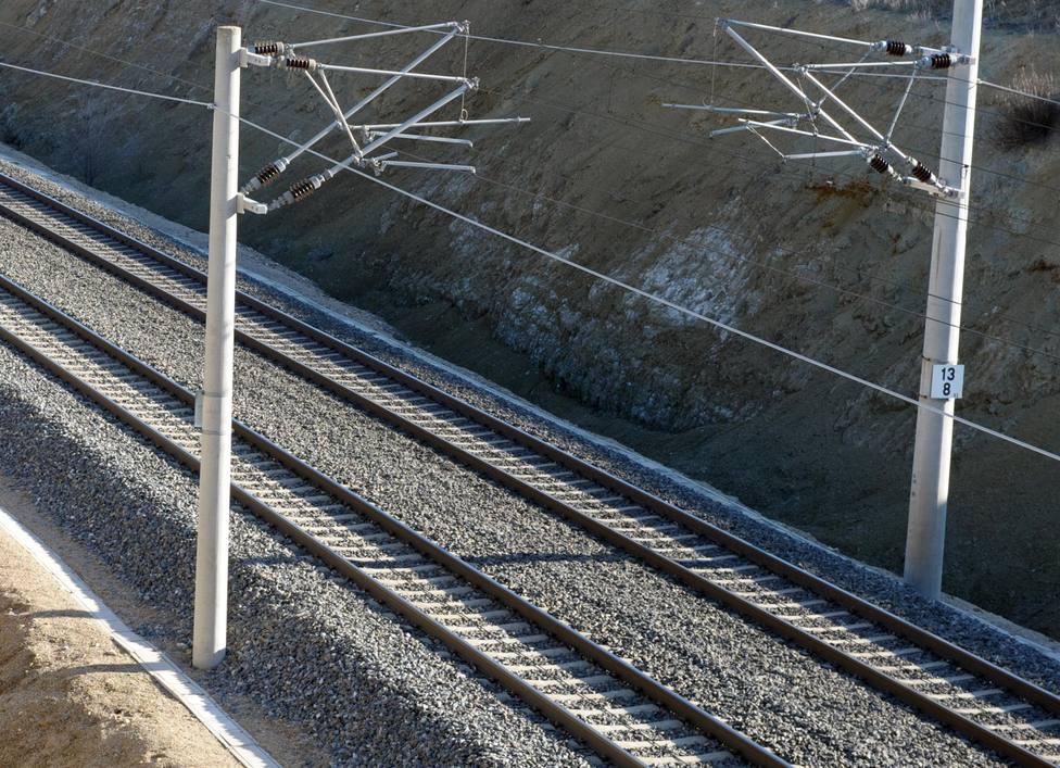 El contrato compromete a Arcelor Mittal España a aportar 8.500 toneladas de carril